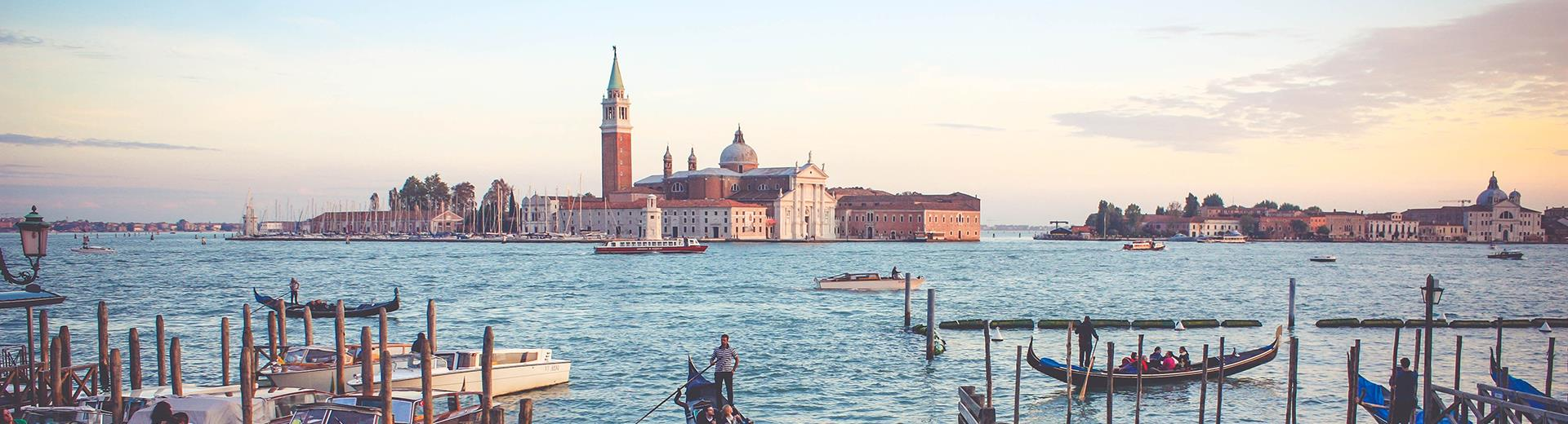 Discover the charm of Venice: Hotel Turismo is an ideal starting point to reach this unique city. Book now and discover our offers!