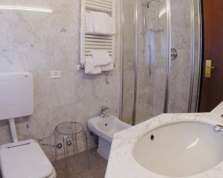 Private bathrooms and modern environments will welcome you in Verona