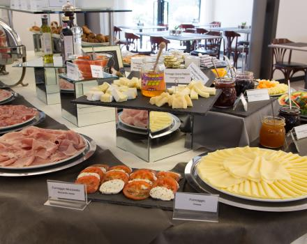 Rich and tasty breakfast buffet to taste the typical products